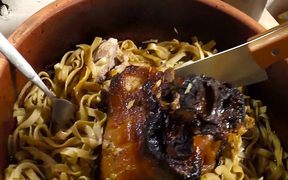 Λαζάνια ζέας με χοιρινό κότσι